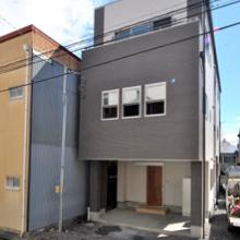 狭小・旗竿地に建つ家
